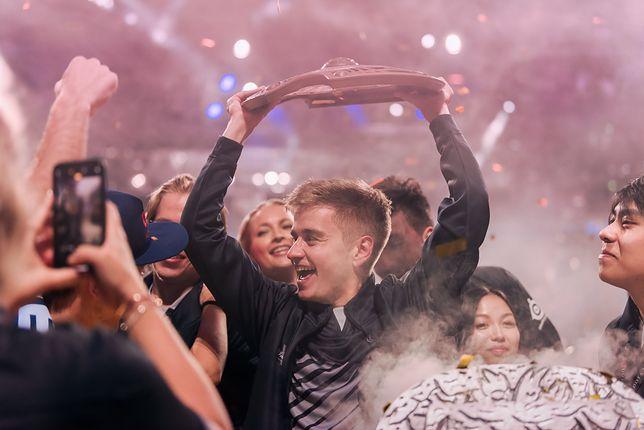 OG zwyciężyło w turnieju The International 2019 zgarniając 15 mln dolarów.