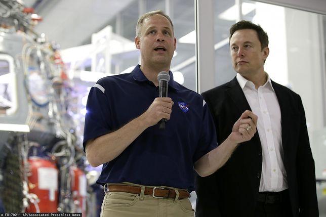 Elon Musk chce wysłać turystów w kosmos.