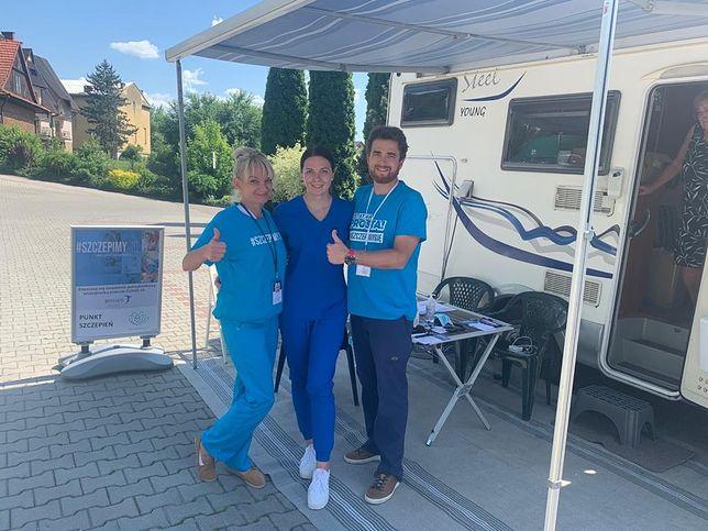 Mobilny punkt szczepień w  Małopolsce. Lekarze podróżują kamperem, odwiedzając najmniej zaszczepione miejsowości