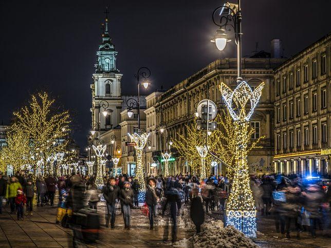 Warszawa. Świąteczna iluminacja na Trakcie Królewskim