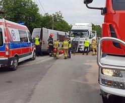 Śląsk. Wypadek w Nowej Wsi. Bus czołowo zderzył się z cysterną