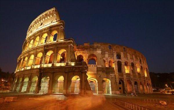 Rzym: Koloseum się przechyla