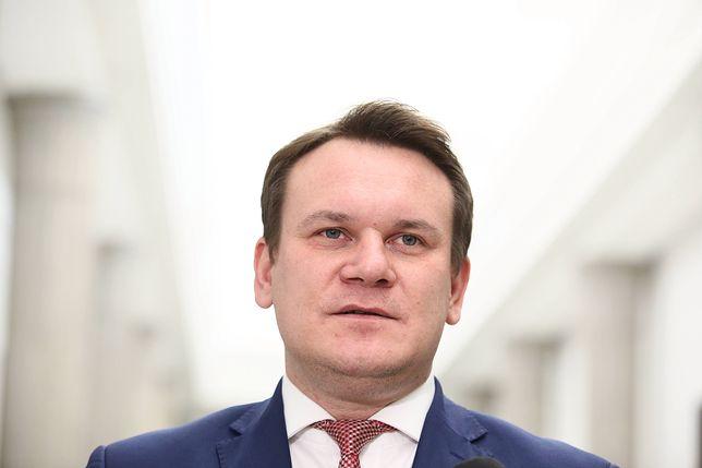 """""""Bronię honoru dziadka"""". Tarczyński odpowiada na zarzuty"""
