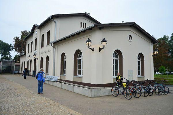 Oddano do użytku wyremontowany dworzec PKP w Brzegu Dolnym