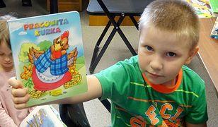 Ma 4 lata i 328 książek wypożyczonych na swoim koncie. Ten chłopiec nie szuka wymówek