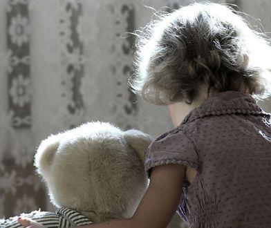 8-letnia dziewczynka była ofiarą przemocy.