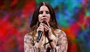 Lana Del Rey zaśpiewała hymn Liverpoolu. Fani zachwyceni [WIDEO]