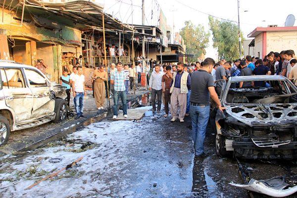 Sytuacja w Iraku staje się coraz bardziej dramatyczna (na zdj. skutki zamachu bombowego w Kirkuku 25 czerwca - zginęły 4 osoby)