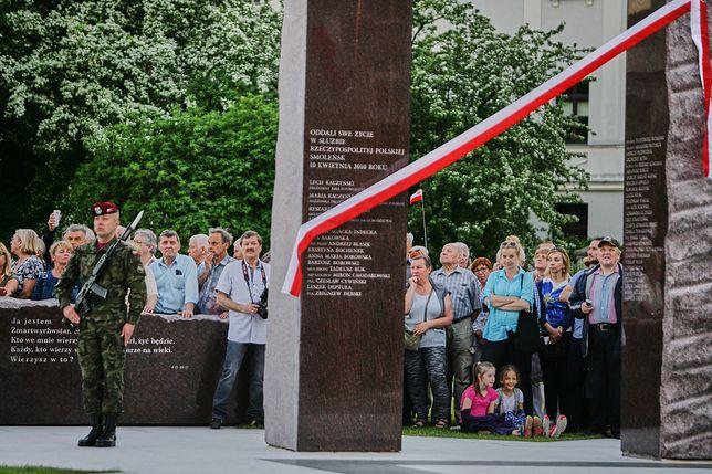 Pomnik ofiar katastrofy smoleńskiej w Łodzi