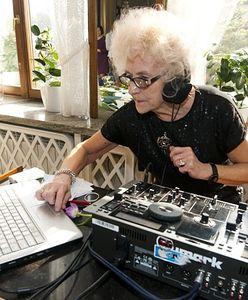 Silver influencerzy. Nie ukrywają oznak starzenia, a siwe włosy są dla nich powodem do dumy