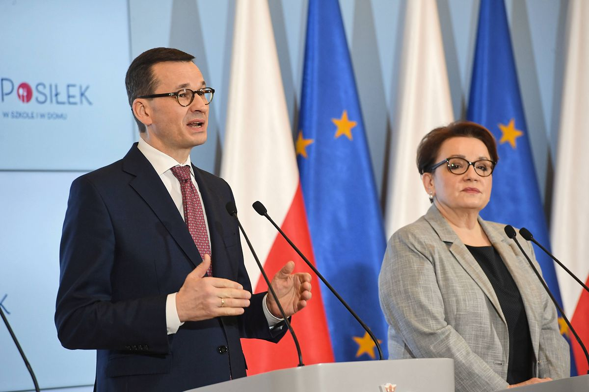 """Wiejas: """"Morawiecki wygrywa oświatowe starcie. Musi jeszcze poświęcić Zalewską"""" (Opinia)"""
