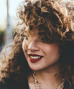Konturowanie ust. Jak optycznie powiększyć usta makijażem? Pomocne wskazówki