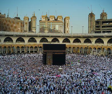 Co roku do świątyni Al-Kaba przybywają tysiące wiernych
