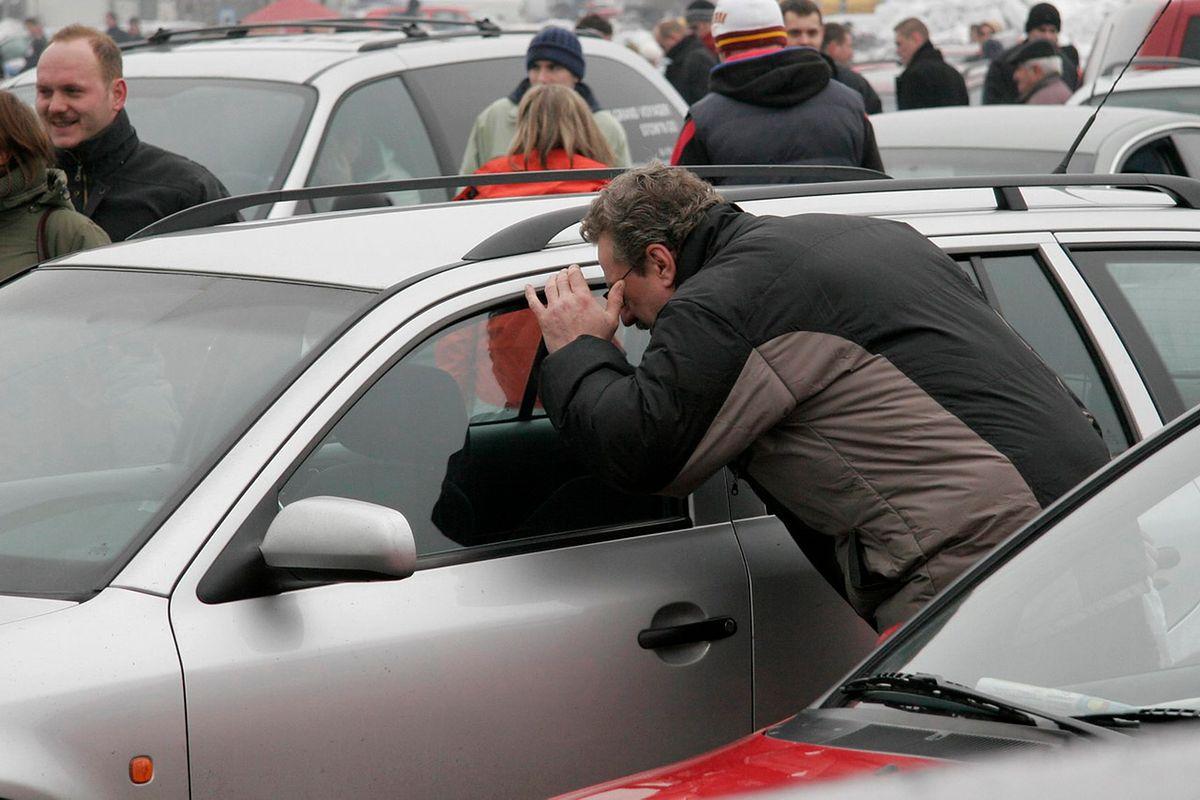 """Używane auta do 4 lat. Sprzedaż wzrośnie o 10 proc. """"Są dużo tańsze od nowych"""""""
