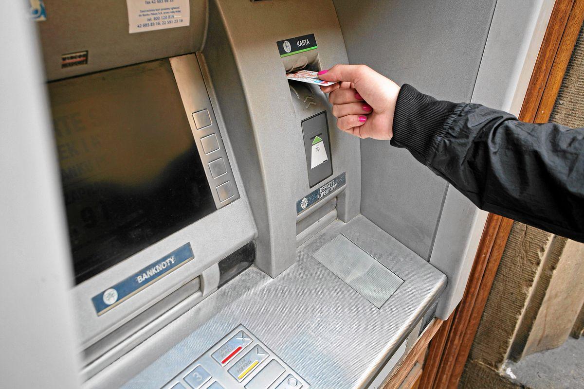 Nie będą działać karty i przelewy internetowe. Te banki zaplanowały przerwy techniczne w weekend