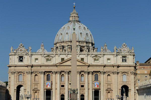 Dwie włoskie książki o Watykanie ujawniają przywileje hierarchii