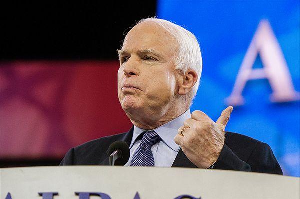 McCain do Obamy: proszę powiedzieć prawdę, młodzi ludzie będą narażeni
