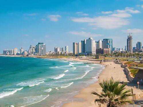 Piaszczysta plaża miejska w Tel Awiwie