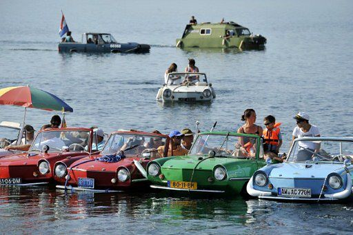 Samochody pływające po wodzie - zobacz zdjęcia