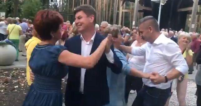 Wybory parlamentarne. Politycy tańczą w kampanii. PO wybiera potańcówkę, PiS dyskotekę