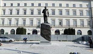 Pomnik Lecha Kaczyńskiego czeka na oficjalne odsłonięcie. Uroczystości zaplanowano na sobotę 10 listopada.