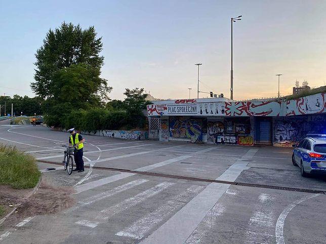 Wrocław. Rowerzystka walczy o życie. Policja szuka świadków wypadku
