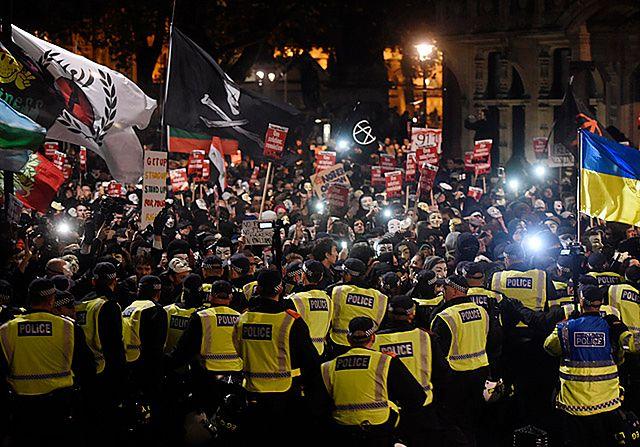 Anonymous kontra policja - zdjęcia