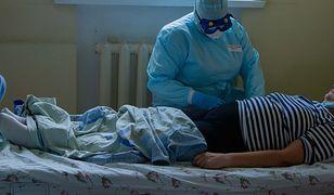Koronawirus. Niepokojące wyniki badań: umiera co ósmy ozdorwieniec
