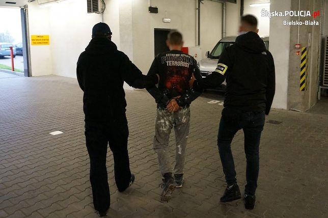 Policjanci z Bielska-Białej zatrzymali 33-latka podejrzanego o napad z bronią na sklep.