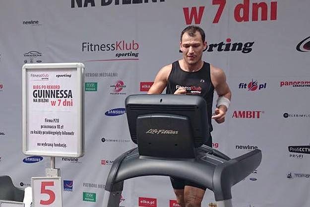 Rekord Guinnessa w Lesznie. Mężczyzna przez tydzień przebiegł 823 km