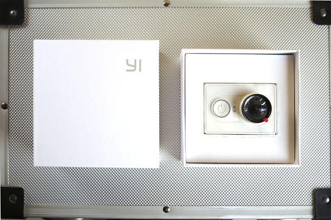 Yi Action Camera w minimalistycznym opakowaniu