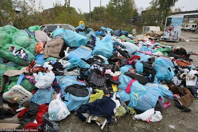 Sprowadził nielegalnie kilka tysięcy ton śmieci. Po skargach sąsiadów trwa wywóz odpadów z powrotem do Wielkiej Brytanii