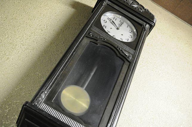 Dlaczego wahdała zegarów potrafią się same zsychnronizować?