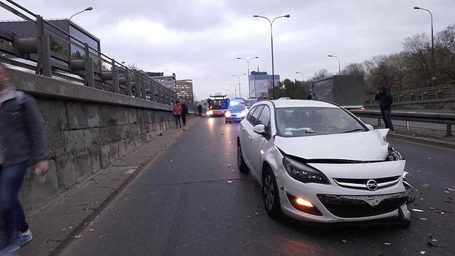 Warszawa. Wypadek przed GUS. Trasa Łazienkowska całkowicie zablokowana