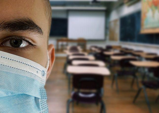 Po wprowadzeniu czwartego stopnia zagrożenia epidemicznego w Czechach do szkół będzie mogła wrócić część uczniów.