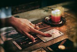 Millenialsi chodzą do astrologów i tarocistek, chociaż twierdzą, że we wróżby nie wierzą