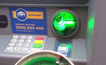 Poszedł wypłacić pieniądze z bankomatu. Odkrył coś szokującego