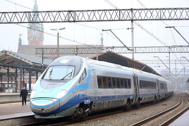"""""""4,5 godziny opóźnienia i przeterminowana Princessa"""". Dziennikarz opowiada o swojej podróży pociągiem Pendolino"""