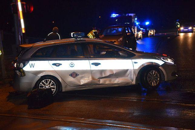 Policja zabezpieczała przejazd kolejowy