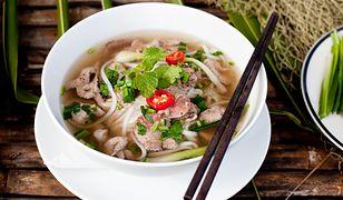 Konkurencja dla niedzielnego rosołku. Wietnamska zupa pho z wołowiną
