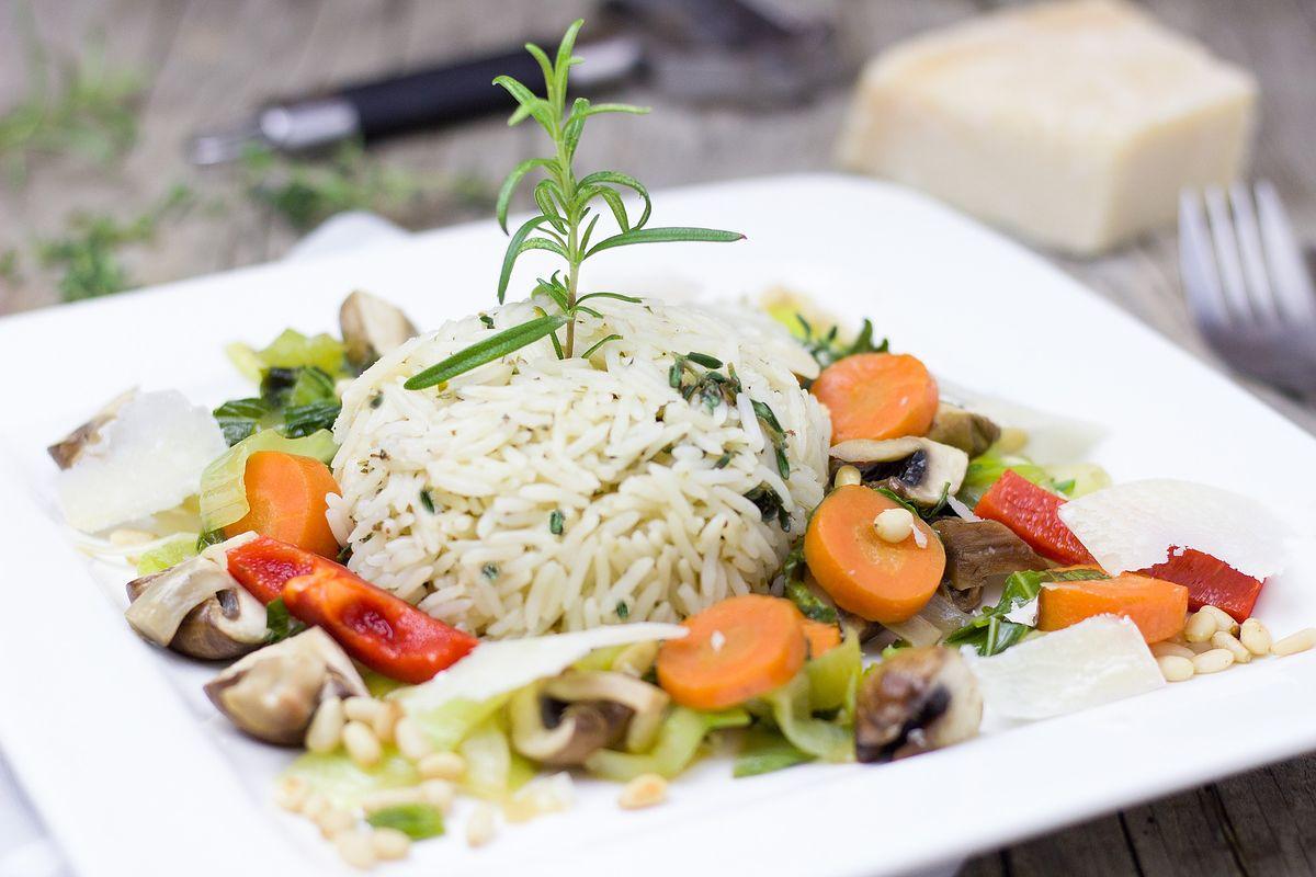 Co przygotować z ryżu? Pięć przepisów na dania z ryżem