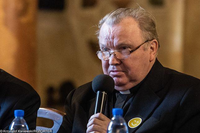 """""""Tylko nie mów nikomu"""". Abp Marian Gołębiewski przyznał, że widział dokument braci Sekielskich"""