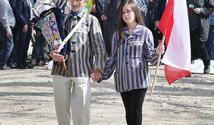 2018 rok, Oświęcim. Edward Mosberg na Marszu Żywych wraz ze swoją wnuczką.