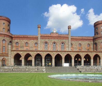 Najważniejszym zabytkiem w miejscowości jest Pałac Marianny Orańskiej