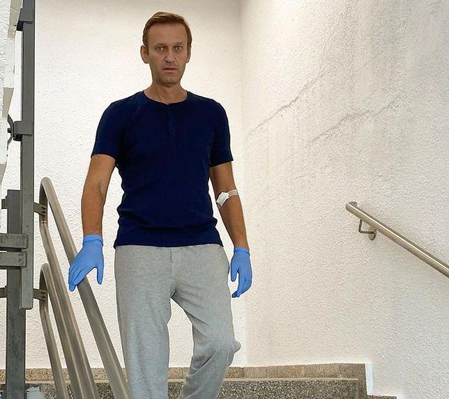 Aleskiej Nawalny czuje się coraz lepiej, ale jego pobyt w niemieckim szpitalu jeszcze się przedłuży.