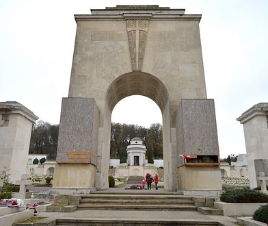 Kolejny atak wandali na Cmentarzu Orląt Lwowskich. Zatrzymano trzy osoby