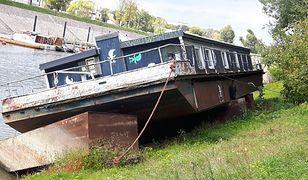 Barka na terenie Portu Czerniakowskiego