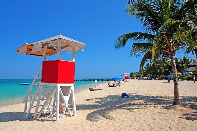 Słynna plaża Doctor's Cave Beach Club w Montego Bay na Jamajce.