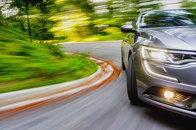 Ekologiczne samochody w firmach. Moda czy odpowiedzialność?