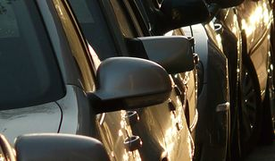 Śląskie. Policja w Katowicach zatrzymała 23-letniego mężczyznę podejrzanego o uszkodzenie 12 samochodów.